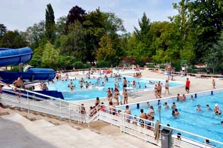 La piscine refuge a pulv ris le record de fr quentation for Piscine d auxerre